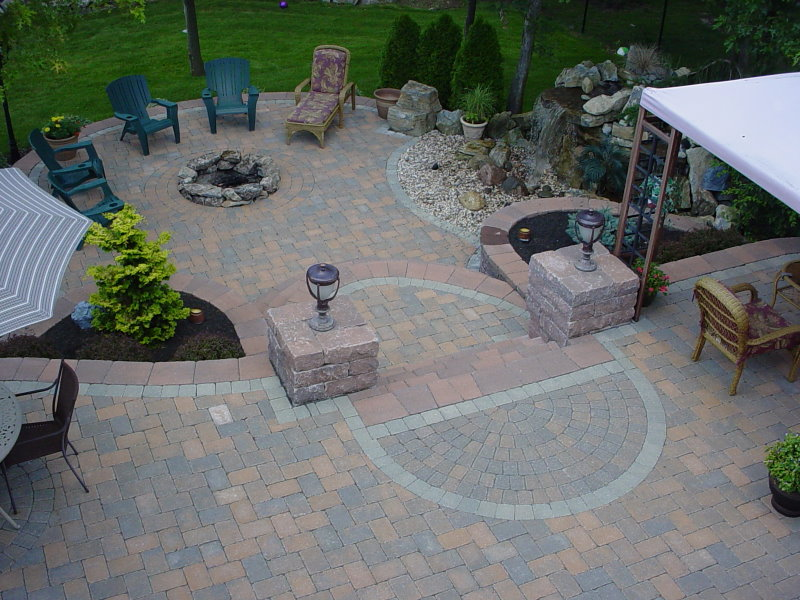 Charmant Raised Patio With Firepit